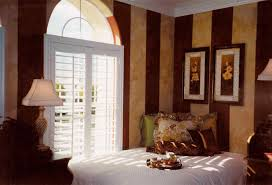 Red And Cream Bedroom Ideas - blue and tan bedroom decorating ideas https i pinimg 736x e9 90 f8