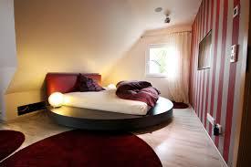 Schlafzimmer Bett Platzieren Schlafzimmer Mit Dachschräge Gestaltet Ruhbaz Com
