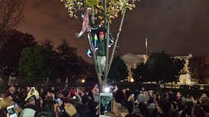 crowds gathered at the white house to celebrate protest breitbart