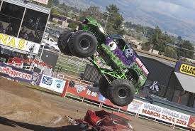 monster jam trucks videos walk around scale monster truck videos grave digger rc jam full