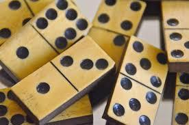 domino domino picture frame