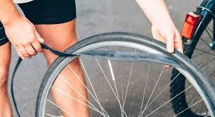changer une chambre à air remplacer la chambre à air d un vélo en 4 é