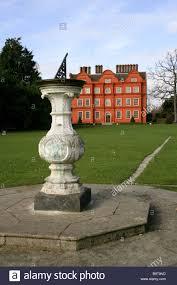 Royal Botanic Gardens Kew Richmond Surrey Tw9 3ab Sundial And Kew Palace Royal Botanic Gardens Kew