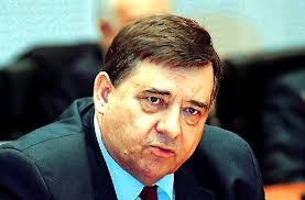 Καρατζαφέρης αμφισβητεί ότι το 2002 μιλούσε για πολιτικούς που πέρασαν απ' το κρεββάτι του Λαμπράκη και γίνεται ρόμπα