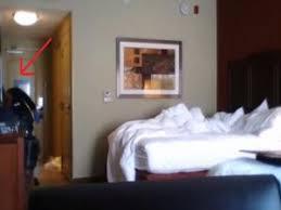 qu est ce qu une chambre il met une éra cachée dans sa chambre d hôtel ce qu il
