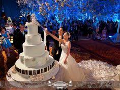 wedding cake indonesia it different color flowers my wedding