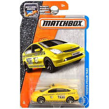 tomica toyota prius 2017 amazon com matchbox 2017 mbx adventure city toyota prius taxi 15