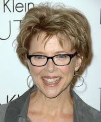 short hairstyles for women over 40 with glasses growing out the