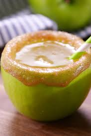 green apple martini 30 easy fall cocktails best recipes for fall alcoholic drinks