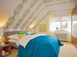 wohnideen schlafzimmer abgeschrgtes genius wohnideen schlafzimmer abgeschrgtes dunkelblaue wand im