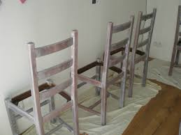 relooker table de cuisine patine grise pour une table et des chaises nature camaïeu