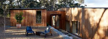 architects u0027 two halves house features two equally sized timber