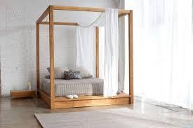 letto matrimoniale a baldacchino legno letti a baldacchino di design foto 35 40 nanopress donna