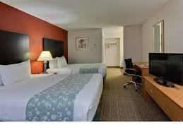 la quinta 2 bedroom suites room features la quinta inn ta near busch gardens