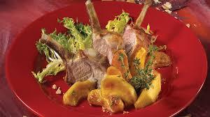 cuisiner un carré d agneau carré d agneau du québec et pommes caramélisées à l érable