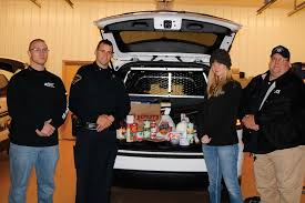 thanksgiving dinners delivered watseka officers deliver thanksgiving dinners to residents