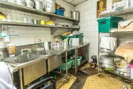 cuisine sale arrangement de cuisine d irrégularité cuisine sale photo stock