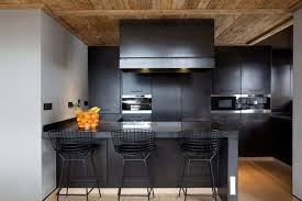 meuble de cuisine noir laqué cuisine et bois en 42 idées de design d intérieur