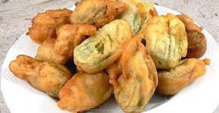 comment cuisiner les fleurs de courgettes beignets de fleurs de courgettes une cuisine pour voozenoo