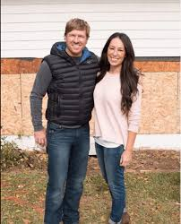 chip joanna gaines fixer upper s chip and joanna gaines live out their faith on hit show