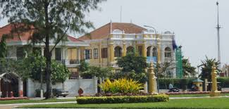 wat phnom and art galleries phnom penh cambodia suemtravels