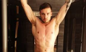 payne no gain shirtless liam payne shows ripped in