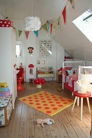 kinderzimmer mit schräge kinderzimmer dachschräge einen privatraum erschaffen
