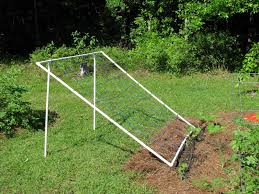 build a low cost lightweight trellis for veggies in an afternoon