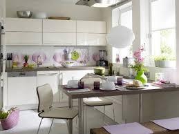 cuisine lavande design interieur cuisine blanc sur blanc accents lavande vert