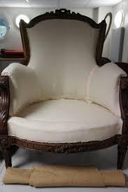 comment retapisser un canapé retapisser fauteuil bergère tapissier décorateur