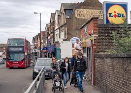 as brexit nears discounters gain ground in u k supermarket