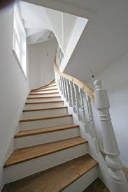 treppen aus holz die besten 25 gestrichene treppen ideen auf treppe