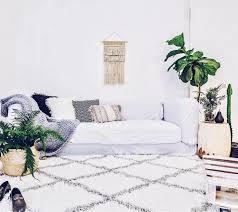 xl iris moroccan rug shaggy white grey bedroom living area beni rug