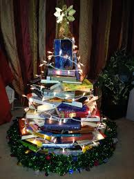 Christmas Book Ornaments - make a christmas tree of your favorite books primary book