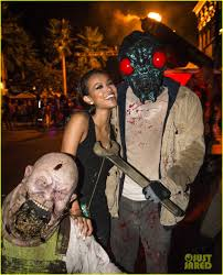 halloween horror nights 13 friendly exes mandy moore u0026 wilmer valderrama reunite at halloween