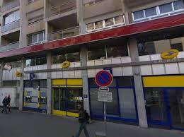 bureau de poste lyon villeurbanne un client poignarde un d un bureau de poste