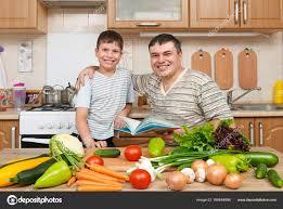 Plats Cuisin S Livr S Domicile Père Et Enfant Lecture Cuisine Livre Et Choix Des Plats Famille