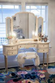 Antique Vanity Table 717 Best Vanity Images On Pinterest Bedroom Ideas Makeup Rooms