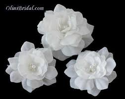 small white flowers set of 3 small white flowers with swarovski pearls hair pins