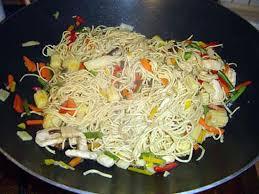 recette cuisine wok recette de wok légumes pâtes et poulet