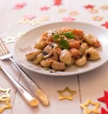 cuisiner gnocchi gnocchis à poêler au saumon fumé les meilleures recettes de