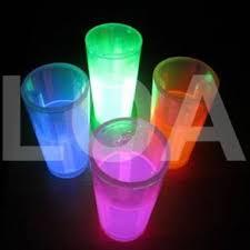 bicchieri fluorescenti bicchieri e cannucce luminosi