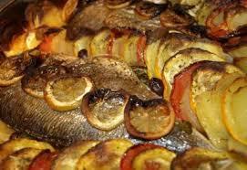 cuisiner un bar entier recette de poisson au four a la marocaine dafina