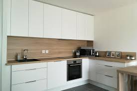 vannes cuisine cuisine client cuisine ouverte alliant le bois et le blanc par