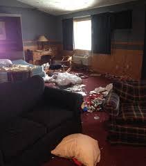 chambre d hotel des femmes de ménage ont photographié l état des chambres d hôtel