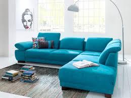 canape turquoise aménager salon un canapé coloré pour un décor stylé