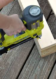 Diy Pallet Bench Instructions Remodelaholic How To Build A Pallet Bench