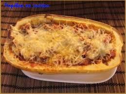 comment cuisiner une courge spaghetti recette courge spaghetti farcie et gratinée à la chair à saucisse