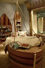 chambre bateau pirate diy boat bed with secret compartments to be a sailor here