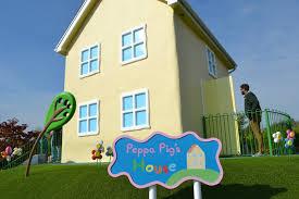 peppa pig world and paultons park tin box traveller